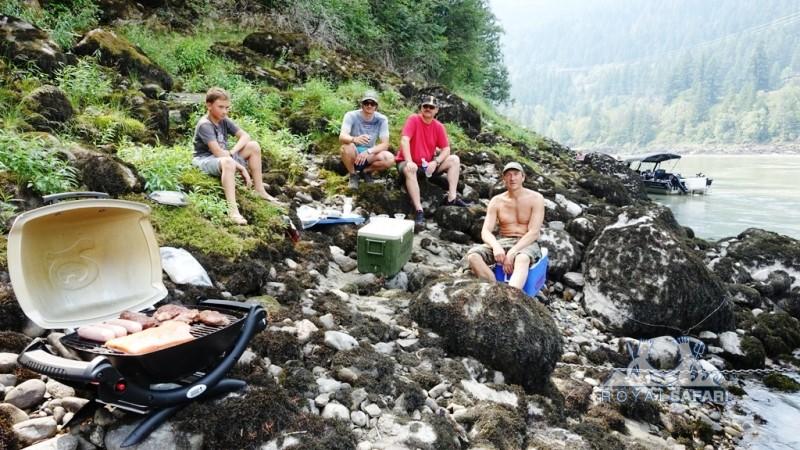 Канада: ланч на реке